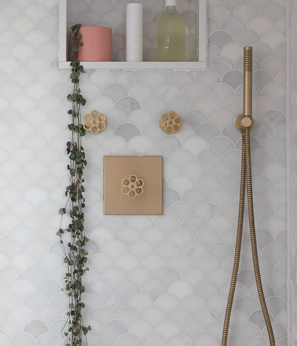 Zen Marble Scallop Mosaic