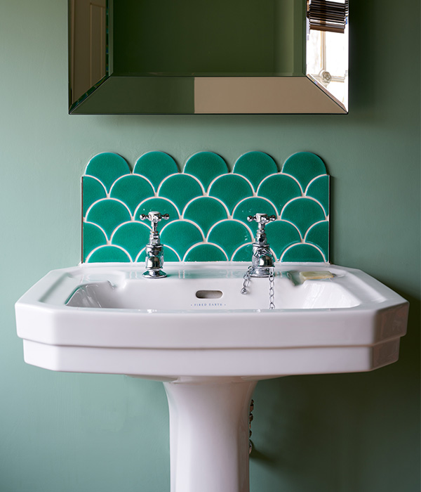 Atlantis Scallop Emerald Porcelain